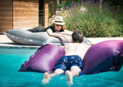 Poufs piscine de Shelto avec GardenSKoncept