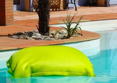 Shelto - Pouf vert pour la piscine