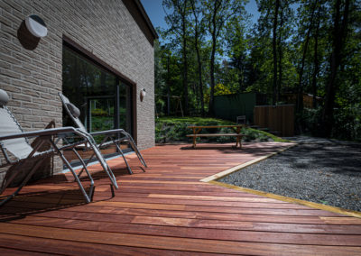 Réalisation d'une terrasse en bois avec GardenSKoncept - Aménagement extérieur
