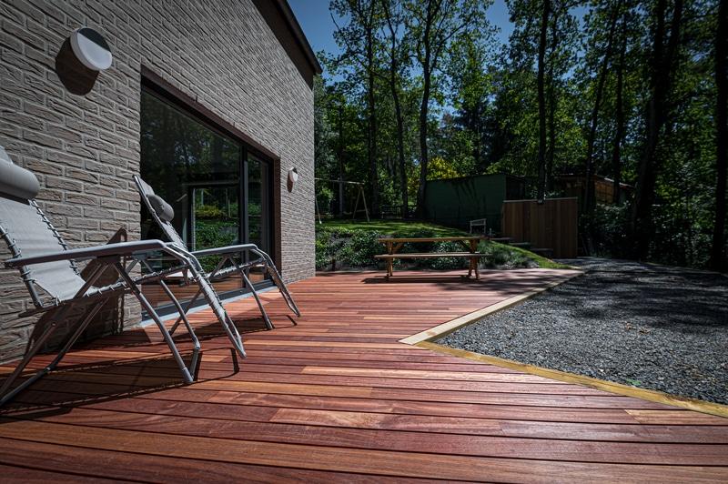 Réalisation d'une terrasse et installation d'un sauna au cœur de la nature