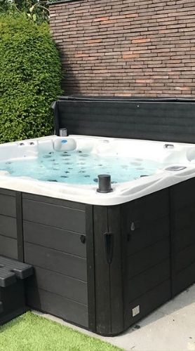 Jacuzzis de 3 places et 5 places