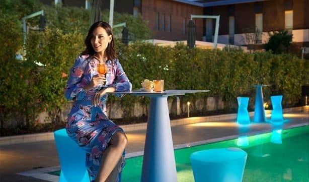 Mobilier lumineux - Tables et chaises de la marque Lyxo